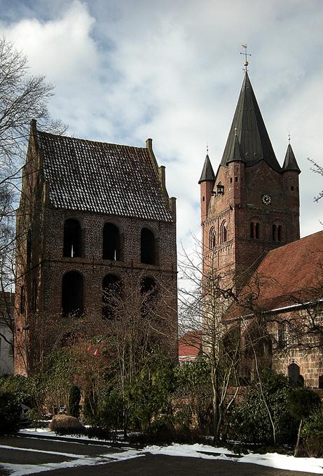 St. Petri Kirche mit dem seperaten Glockenturm.