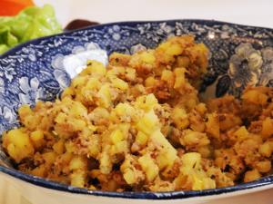 Die Bratkartoffeln mit Leberwurst.